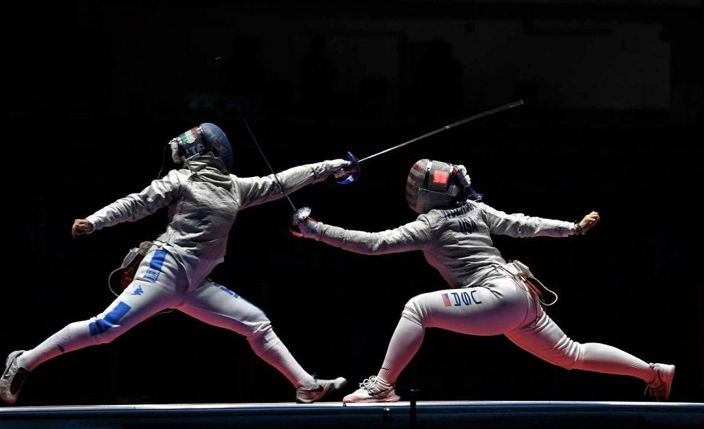 Atleti in un incontro di sciabola