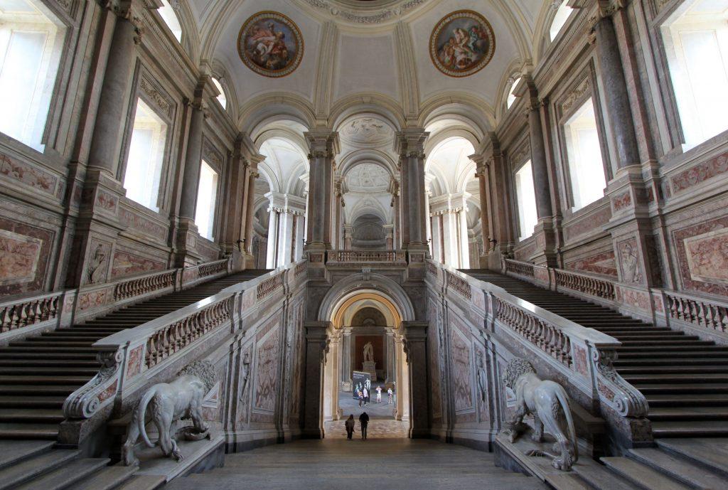 Lo scalone d'onore: sezione del museo della Reggia di Caserta