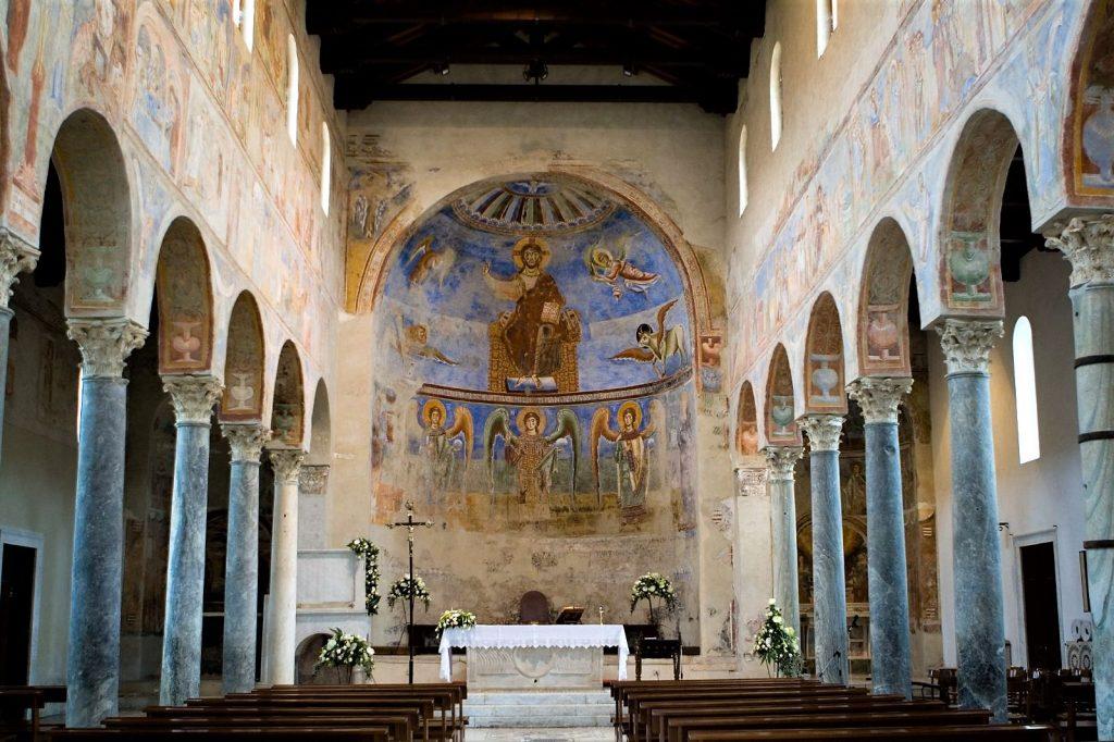 L'interno dell'abbazia
