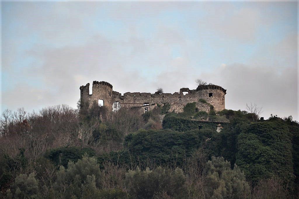 Uno dei castelli della zona di Vairano Patenora