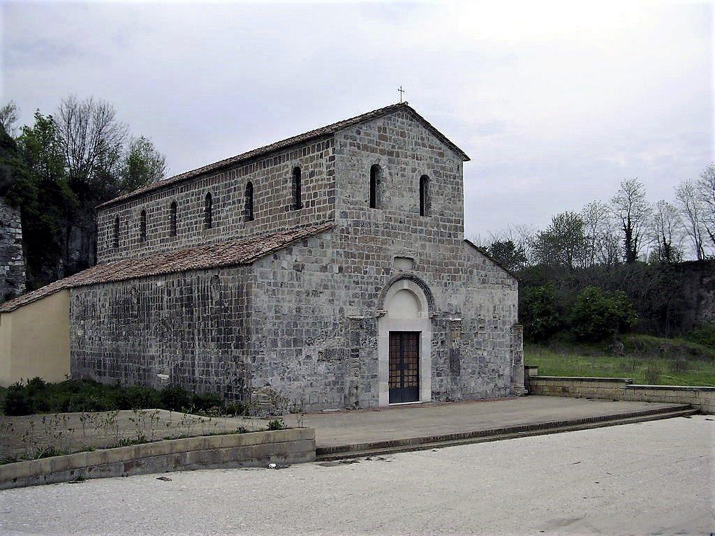 La facciata della basilica di San Paride