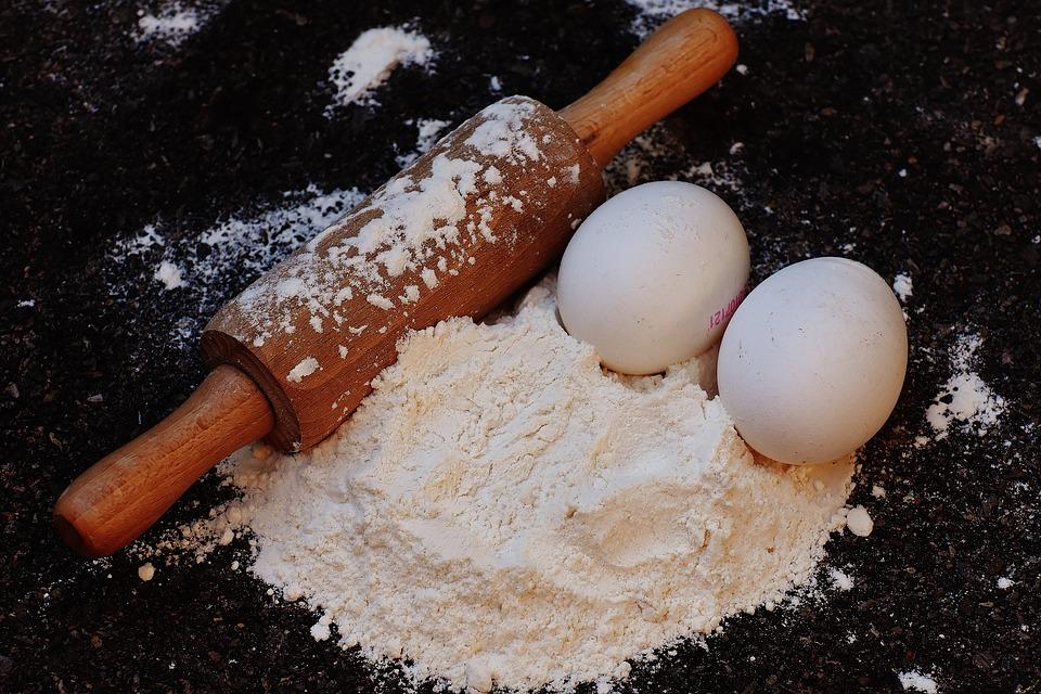 Uova e farina da impastare