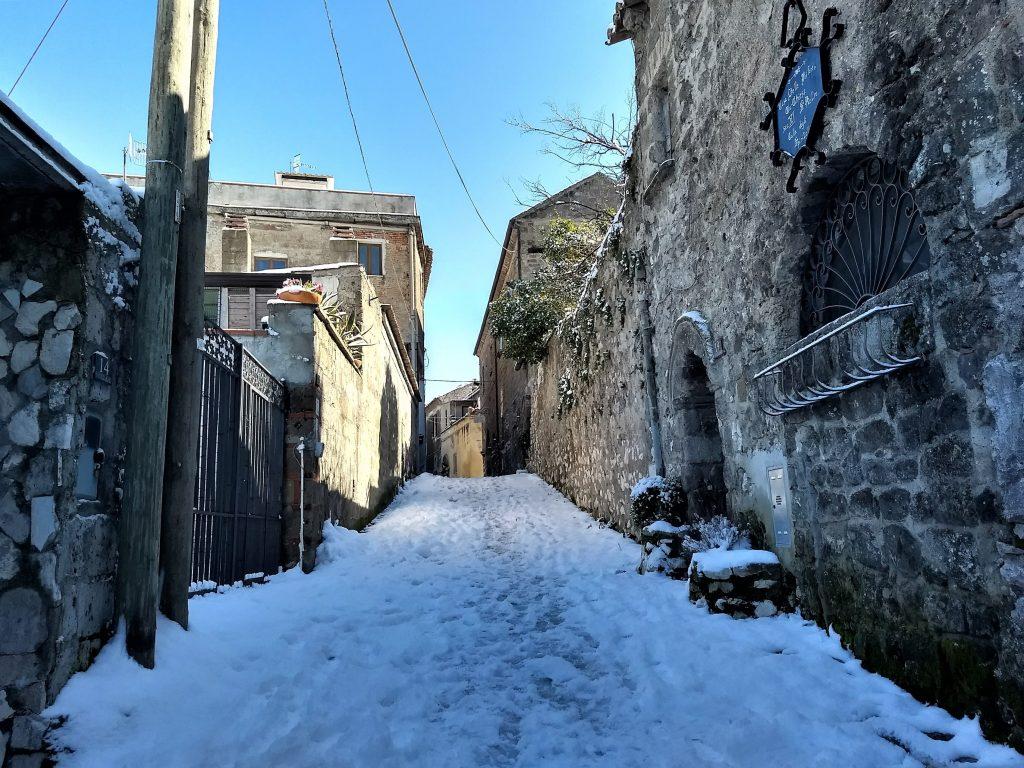 Casertavecchia coperta di neve