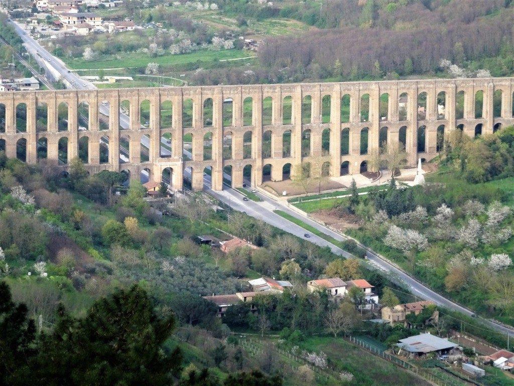 L'acquedotto carolino: la fonte che rifornisce le vasche della Reggia di Caserta