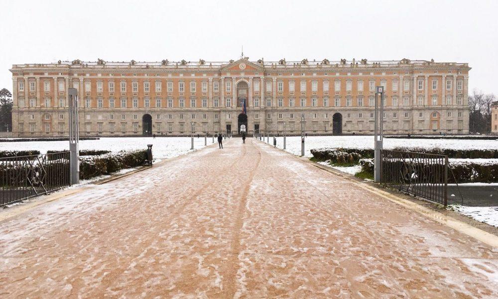 una foto della Reggia sotto la neve di Mirko Medaglia