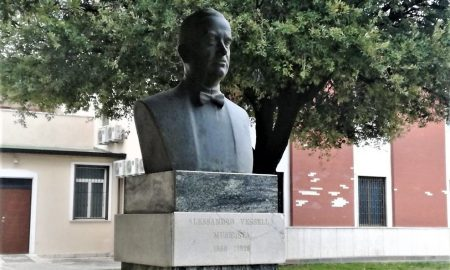 busto in onore di Alessandro Vessella nella città di Alife