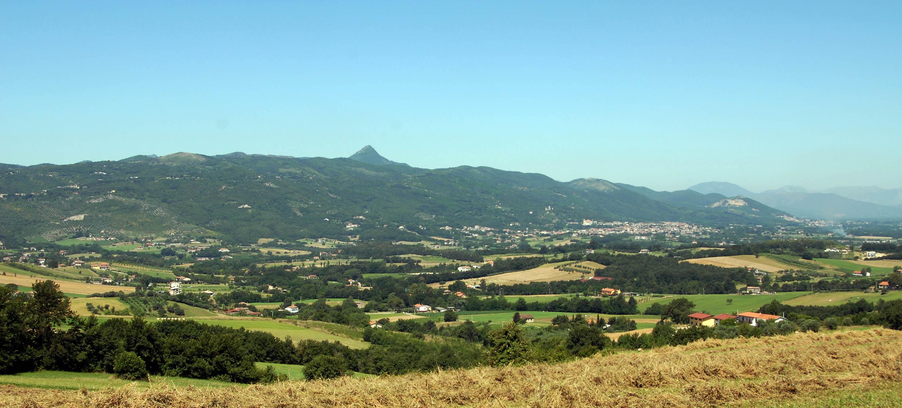 Veduta dei Monti Trebulani, la catena montuosa a cui appartiene il Monte Maggiore