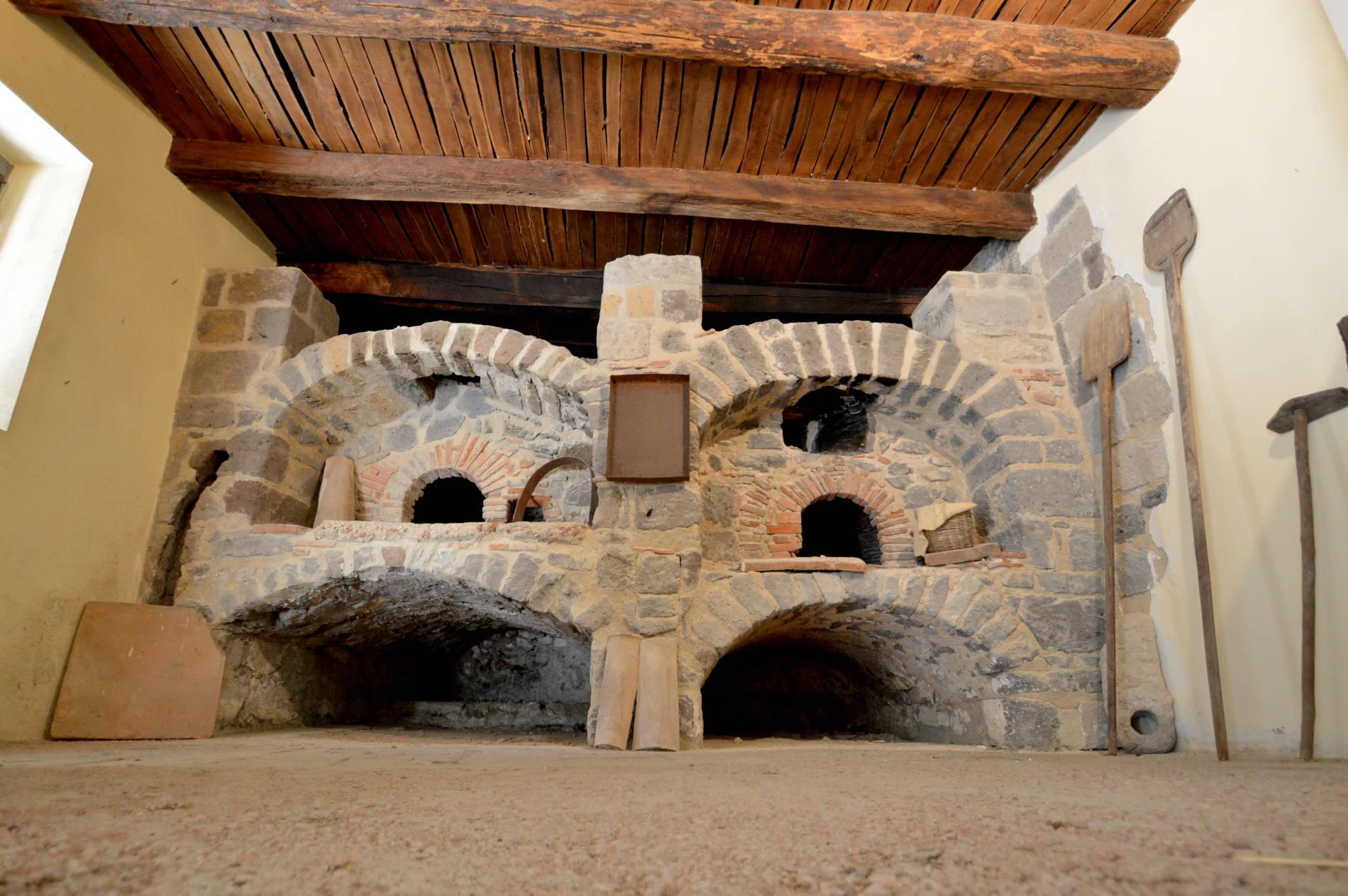 Antichi forni a legna (foto dell'archivio fotografico guideslow.it)
