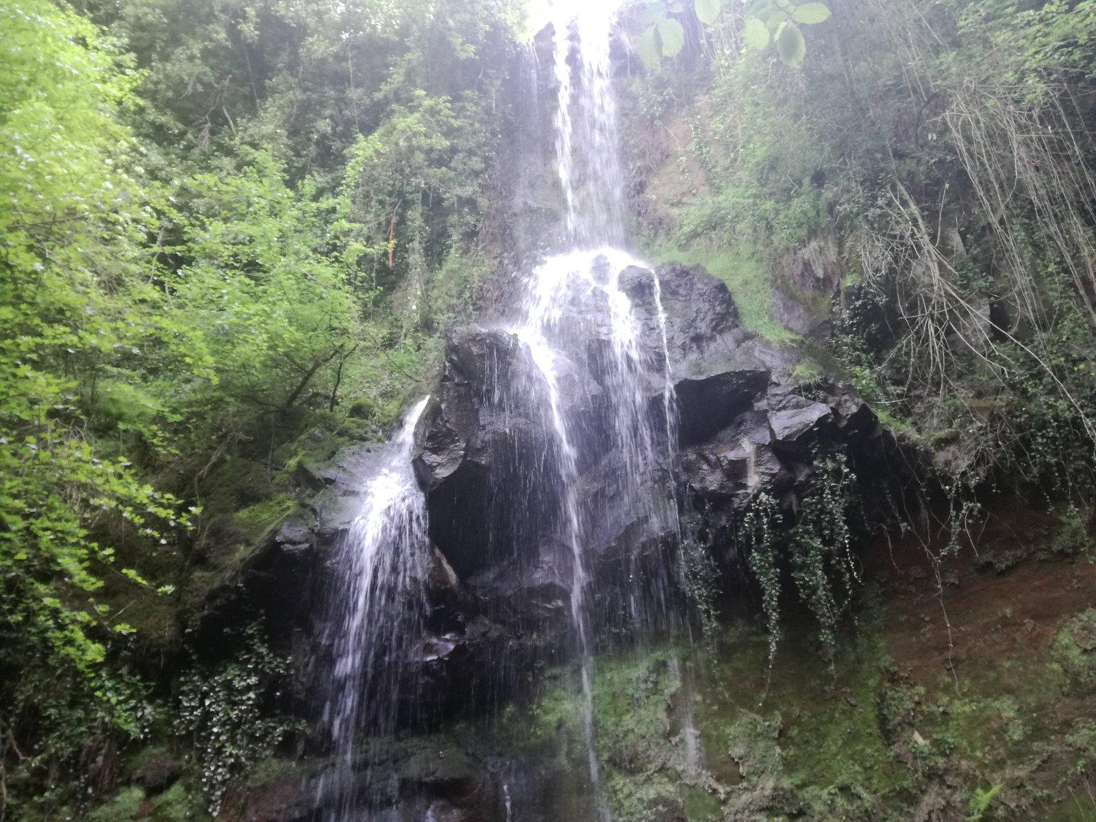 le rocce e la cascata di Conca della Campania