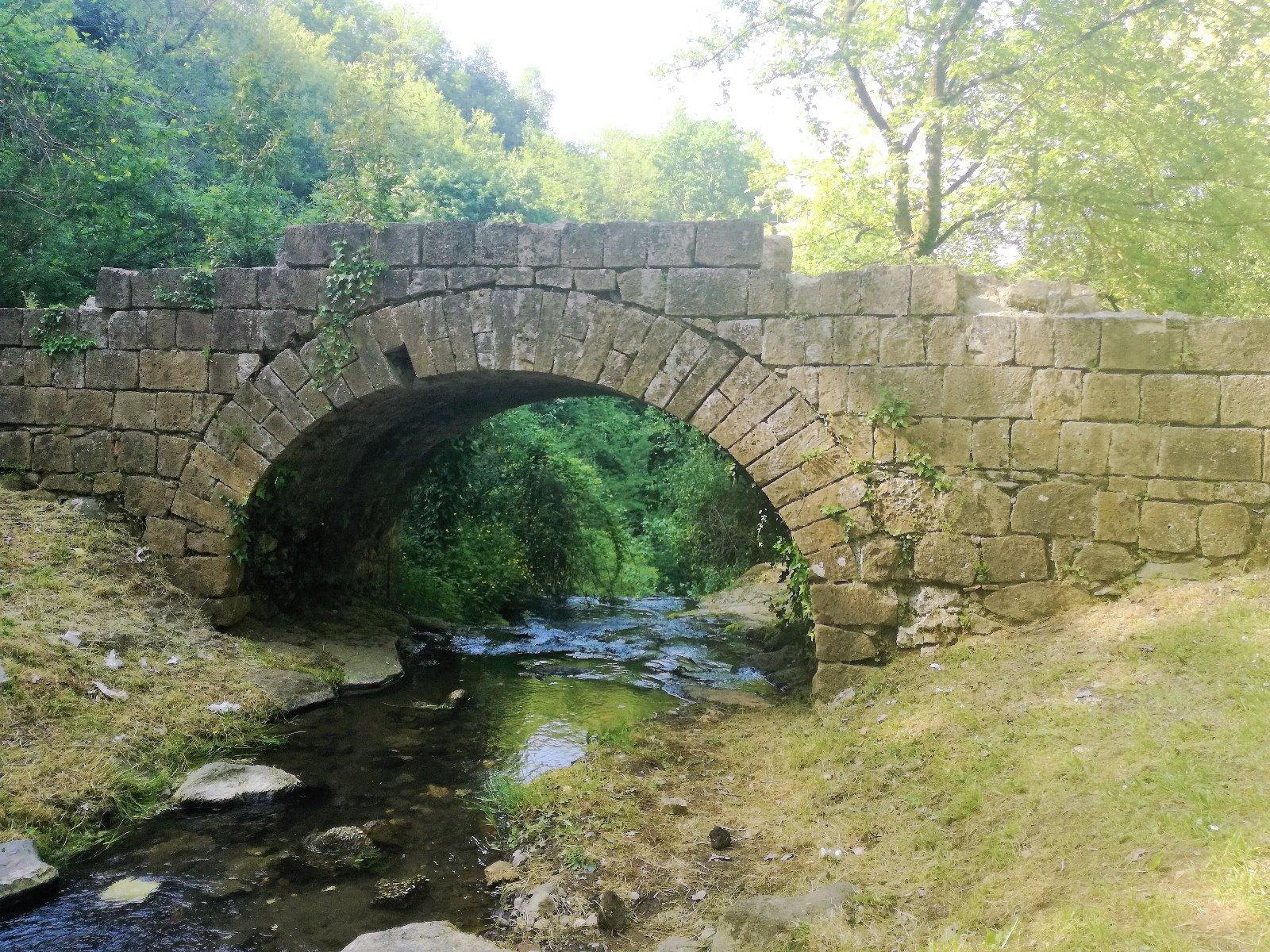 Cascata Conca Della Campania. Ponte