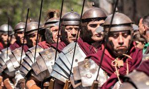 Legionari durante la rievocazione Seconda Guerra Punica a Santa Maria