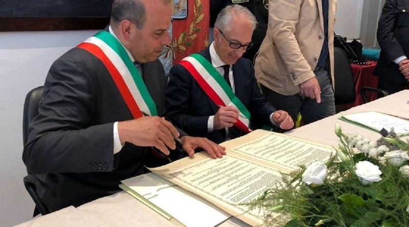 la firma del gemellaggio tra le due città