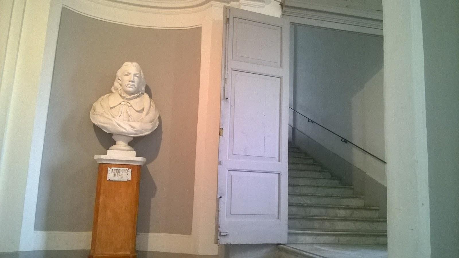 Busto di Agostino Nifo, presente nel Convitto Nazionale (Foto di Macronews)
