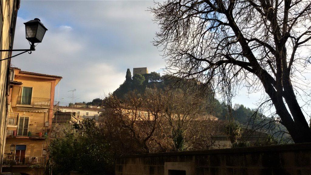 veduta del castello di caiazzo