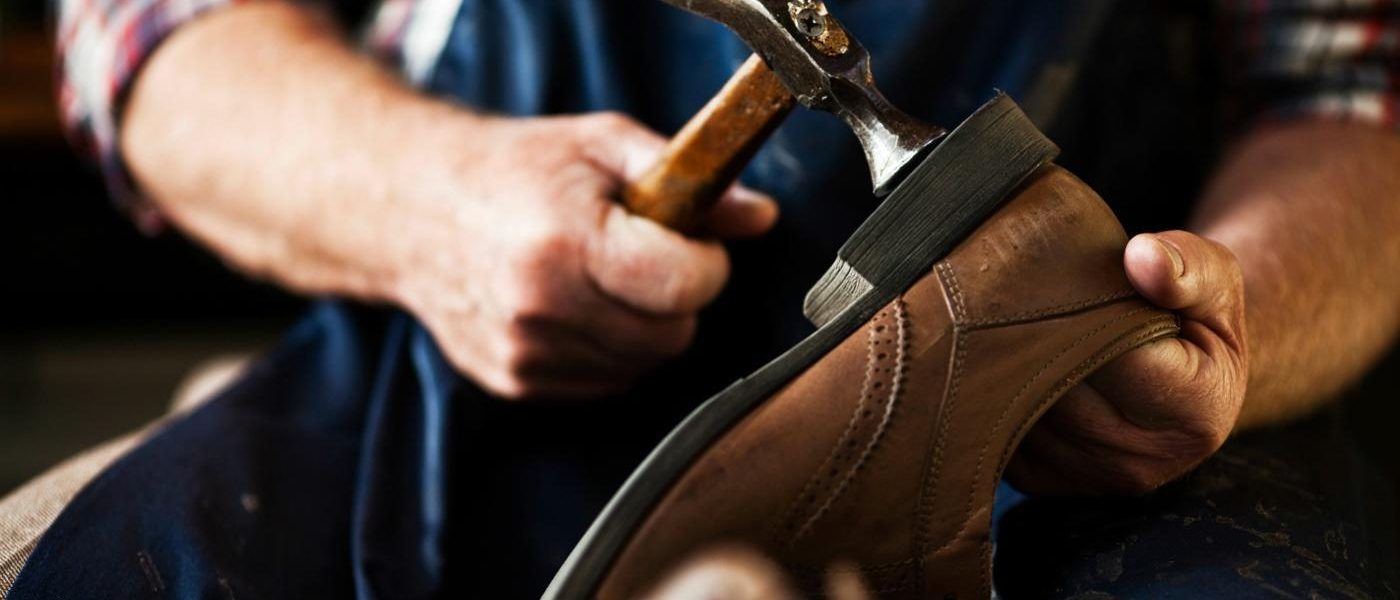 Lo scarpariello lega la sua origine al mestiere del calzolaio