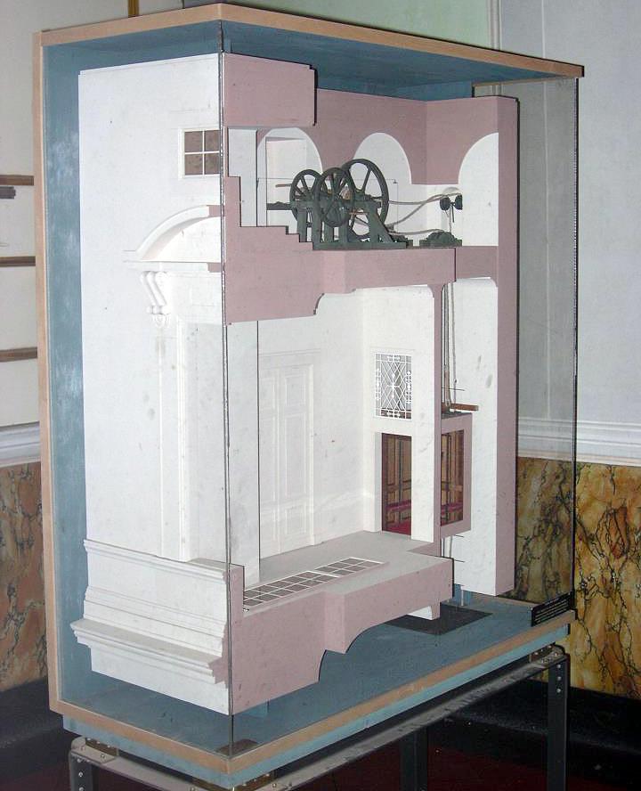 Riproduzione dell'ascensore della Reggia di Caserta