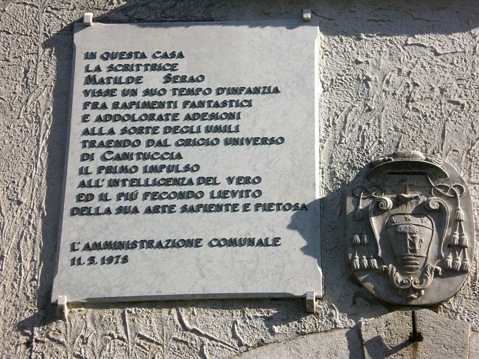 Lapide commemorativa posta sulla dimora di Ventaroli dove Matilde Serao visse da bambina