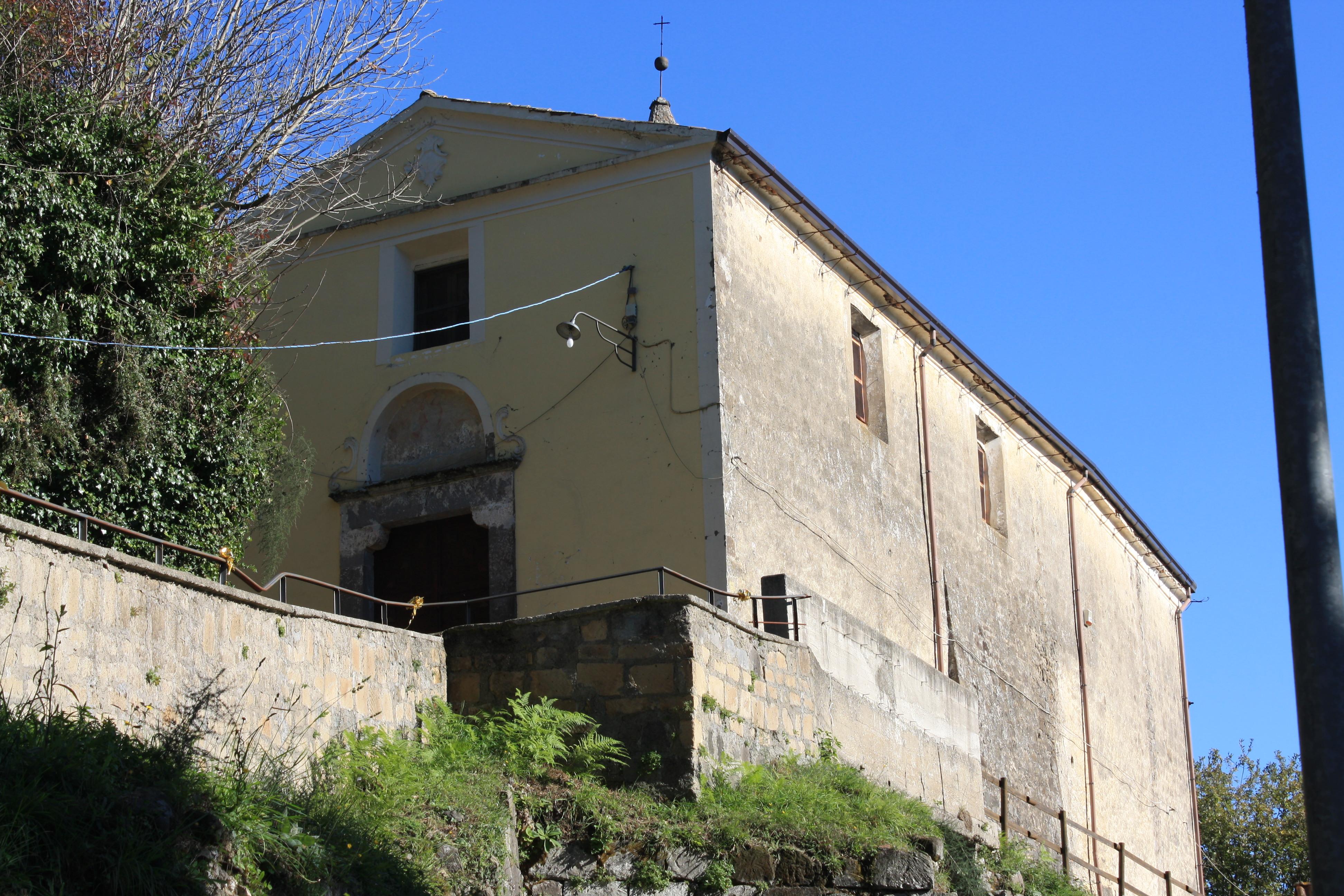 Scorcio della chiesa di San Michele Arcangelo a Caianello Vecchio (Foto da camministorici.it)