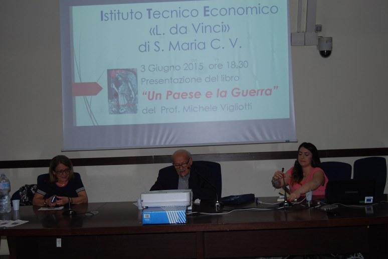 Michele Vigliotti - il professore Michele Vigliotti presenta il suo testo Un Paese e la Guerra