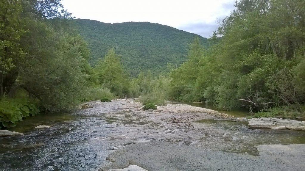 Scorcio del fiume Volturno, nei pressi del quale sorge l'antico castello