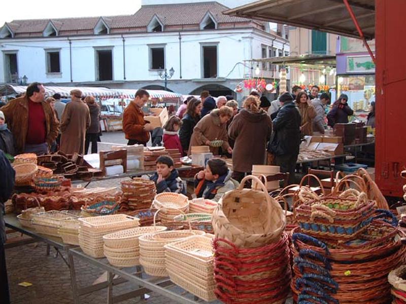 """Festa di Santa Matrona di San Prisco - Le """"canestrelle"""", gli antichi panieri della nonna."""
