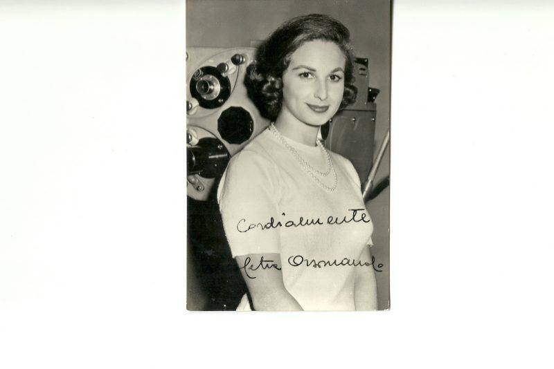 Una foto autografata di Nicoletta Orsomando agli esordi in Rai