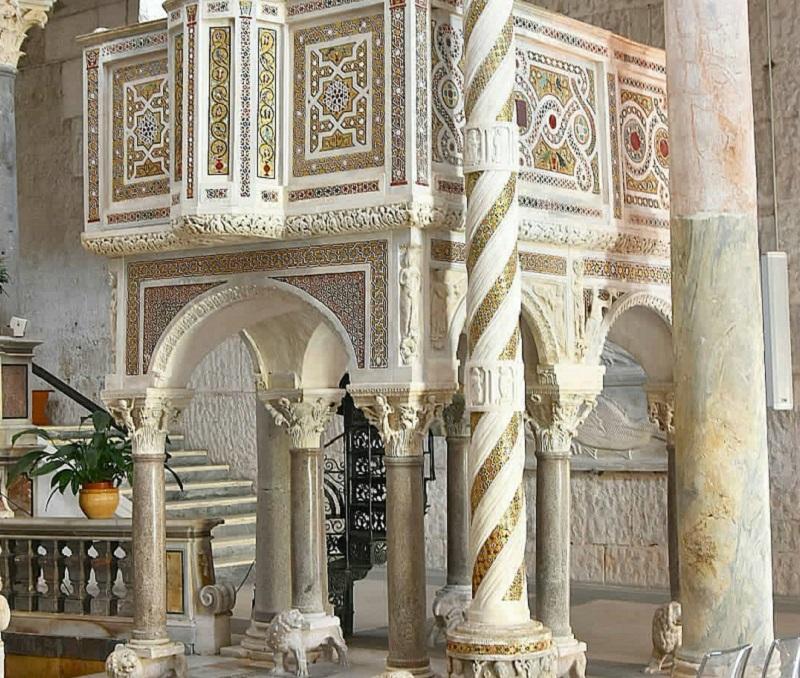 Duomo di Sessa Aurunca - l'ambone della chiesa
