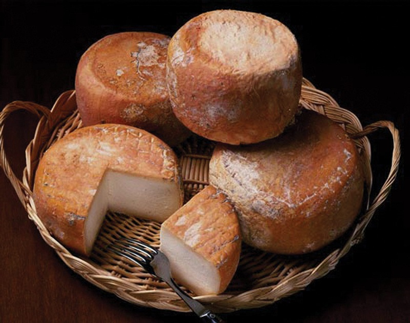 Forme di formaggio Cacioforte (Foto di guideslow.it)