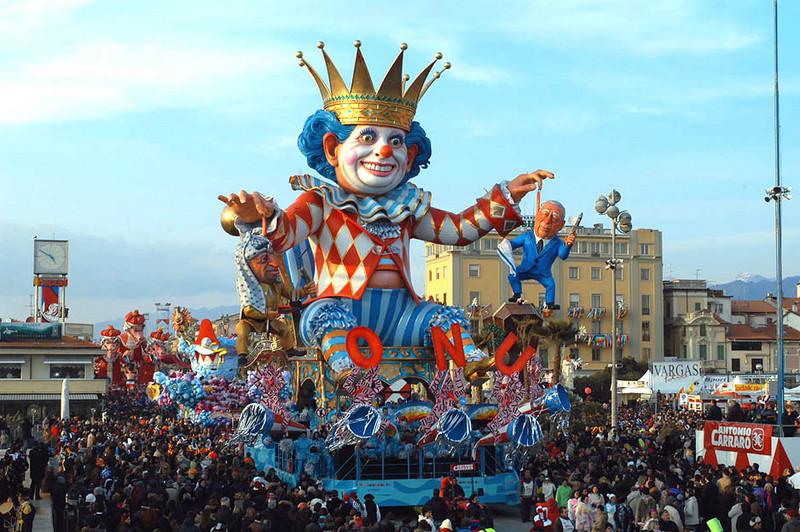 Carro in sfilata nel Carnevale di Capua