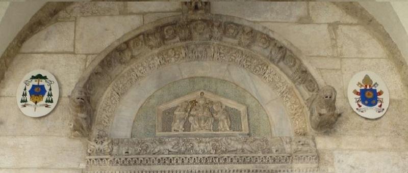 Duomo Sessa Aurunca - la lunetta che sovrasta il portale