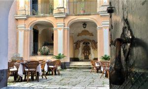 Palazzo Savastano, veduta dell'ingresso