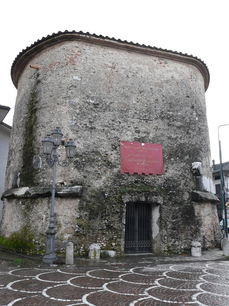 Il Mausoleo di Alife, struttura