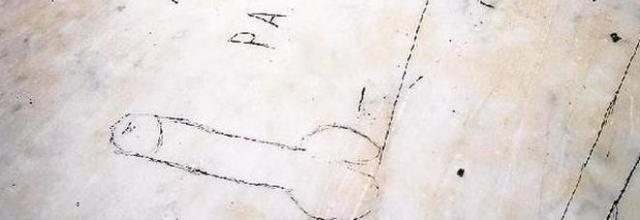 bufale reggia di caserta - il simbolo fallico sullo scalone