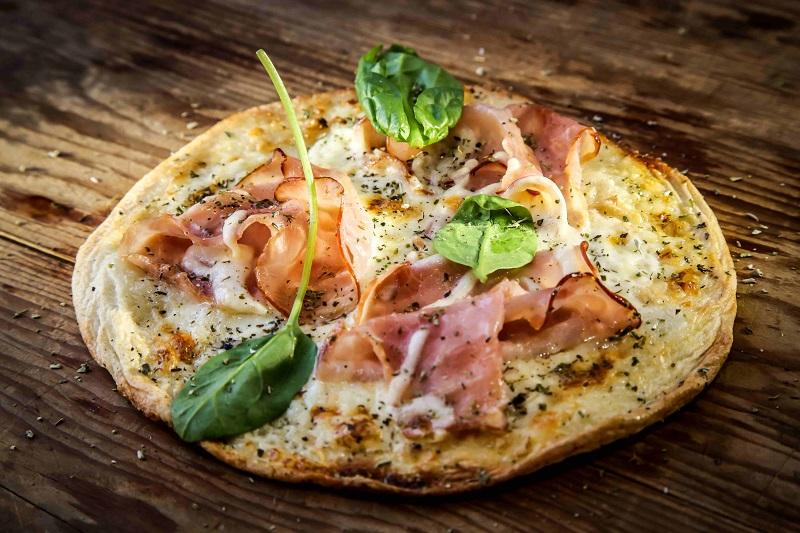 Prosciutto di Rocchetta sulla pizza