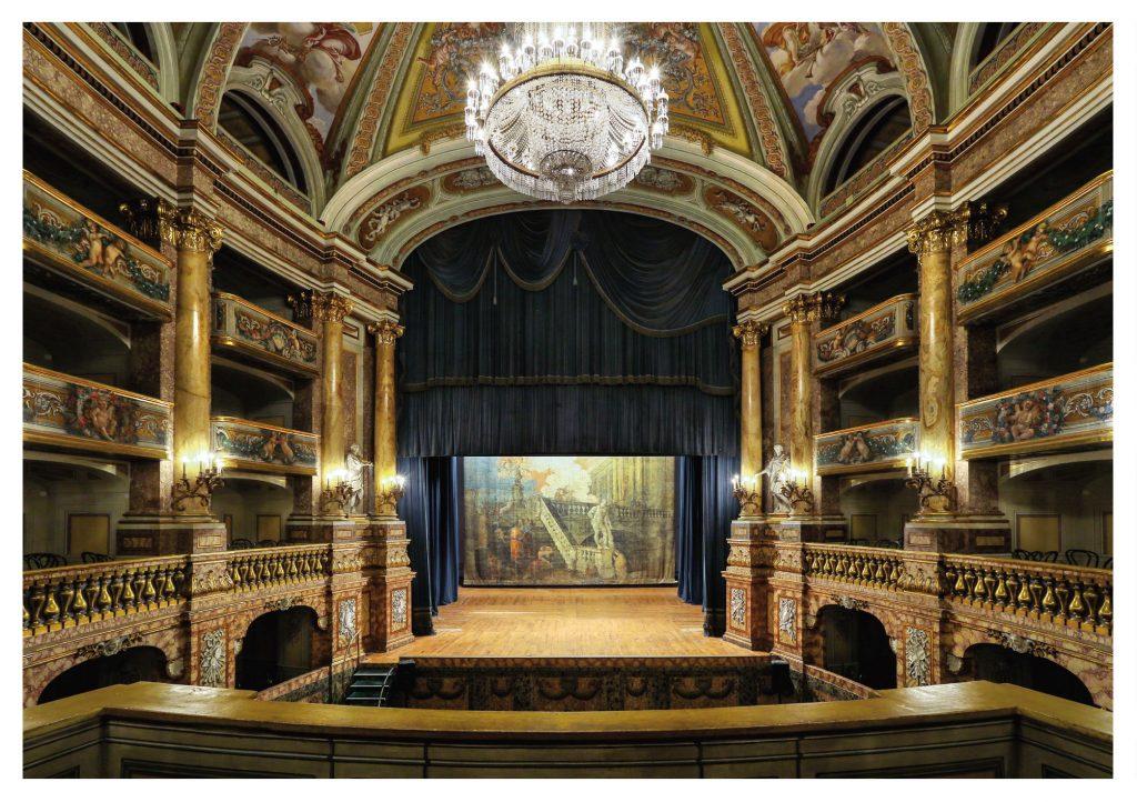 Palcoscenico Del teatro Della Reggia Di Caserta