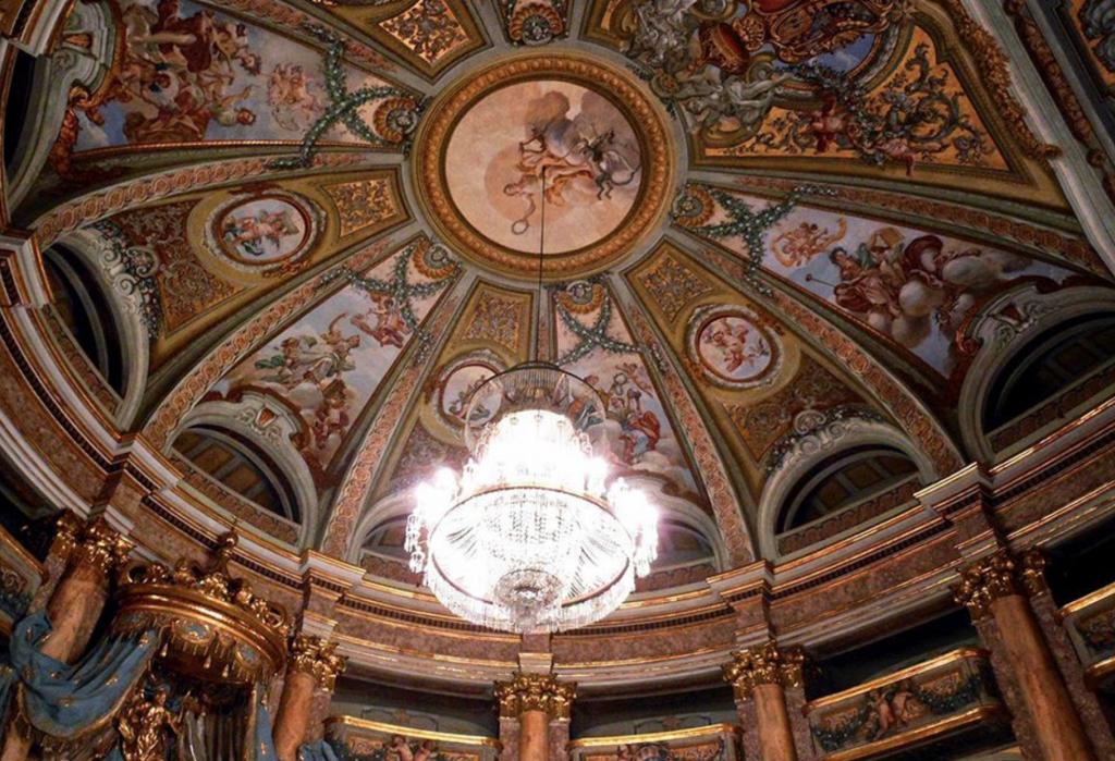 Particolare Della Volta Del Teatro Della Reggia Di Caserta
