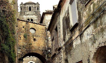 Cropped Vicoli Di Casertavecchia.jpg