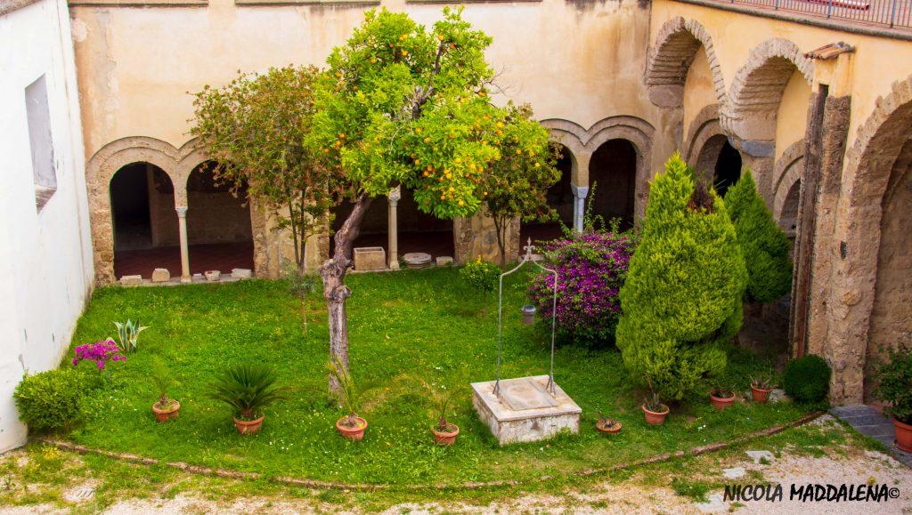 Chiesa di San Francesco ad aversa - chiostro