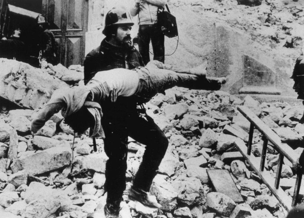 Terremoto dell'Irpinia - Vigile Del Fuoco