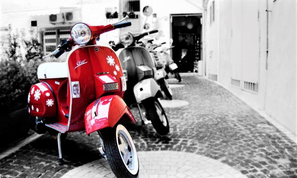 Giro Vespistico - Vespa parcheggiata