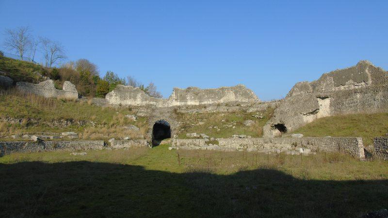 Archeologia A Cassino- resti dell'anfiteatro di Casinum