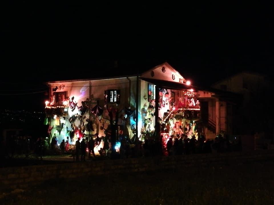 Halloween A Caira Casa Addobbata E Illuminata