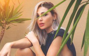 Anna Tatangelo - Anna In Foto con i capelli decolorati