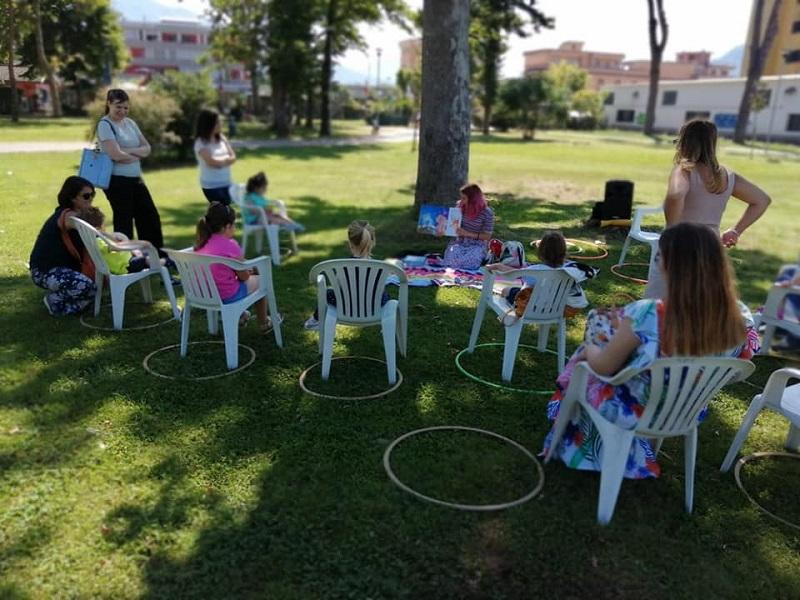 Un Cerchio Di Favole Bambini Al Parco