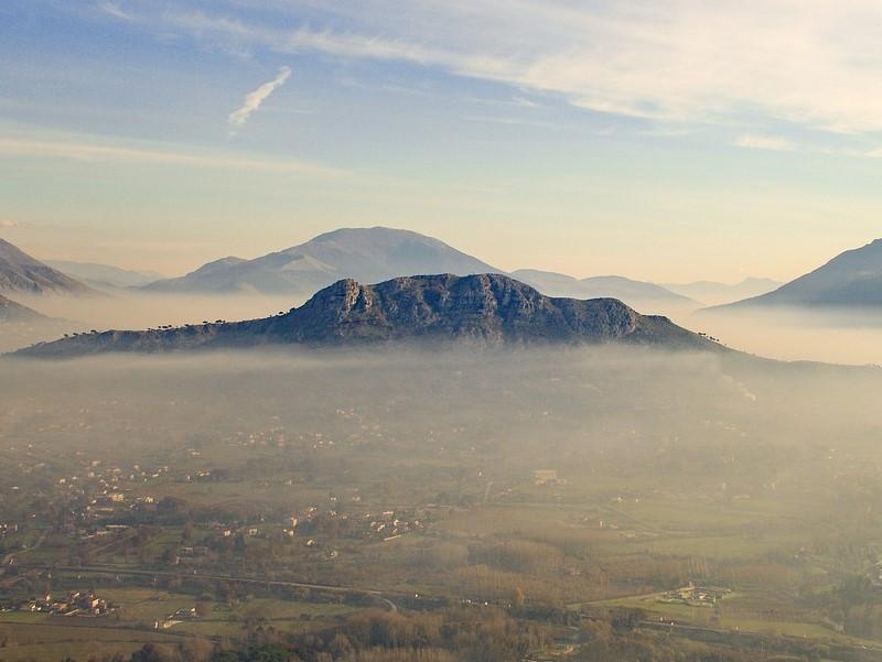"""Vacanze """"low-cost"""" -Valle vista dall'abbazia"""