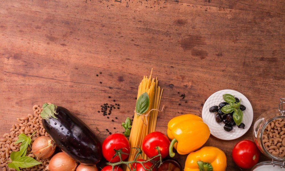 Pasta Tavola Con Prodotti Tipici Italiani