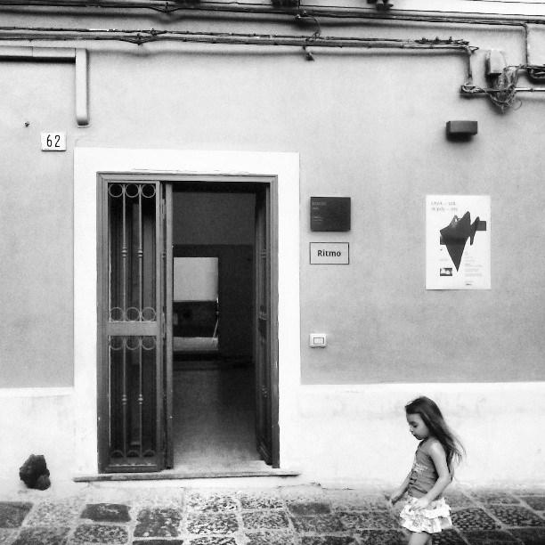 Ritmo è uno spazio culturale indipendente, nato a Catania nel Gennaio 2013, situato nel quartiere storico della 'Fera o Luni'