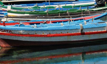 Le barchette colorate nel porticciolo di San Giovanni Li Cuti