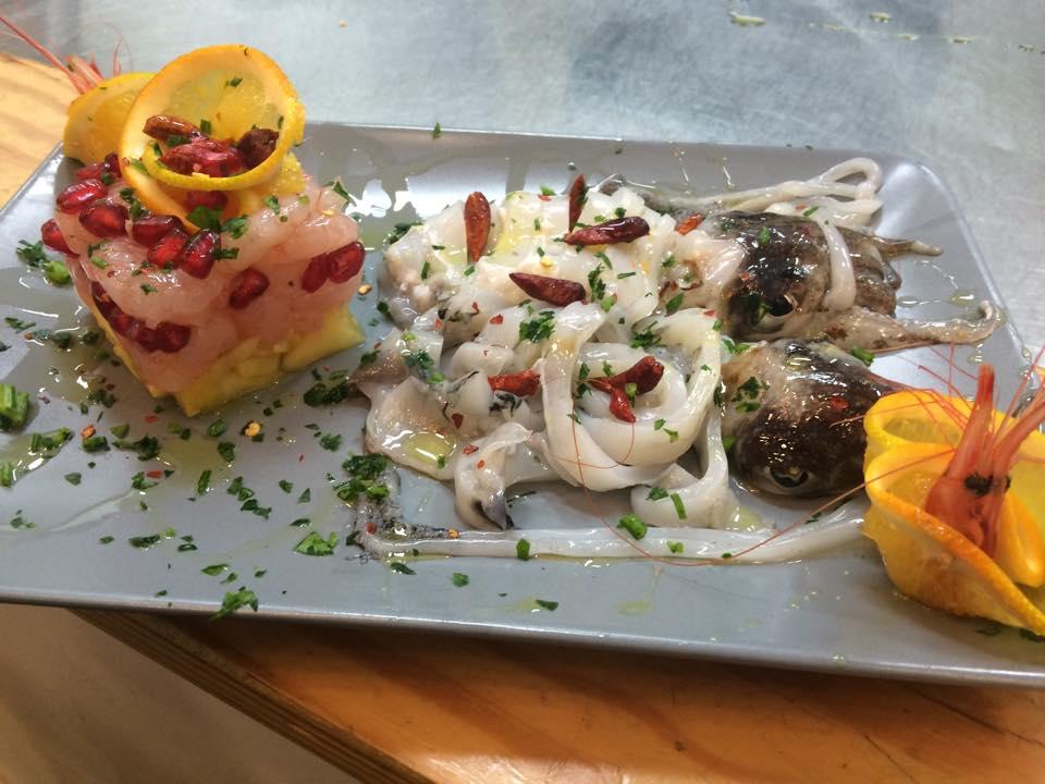 Seppia marinata e tortino di gamberi crudi