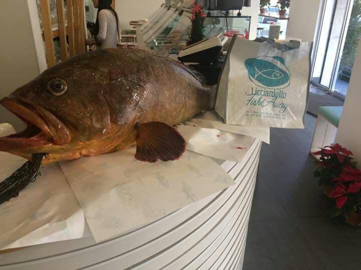 Durante tutto il giorno il Licciardello Fish Away offre un'ottima cucina take away